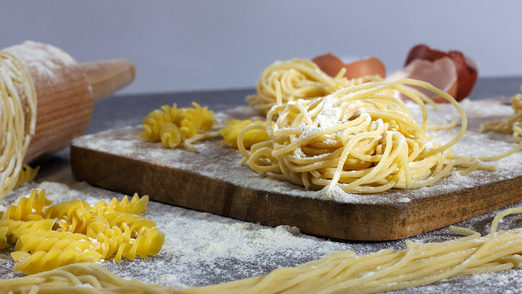 Selbstgemachte Pasta mit Pecorino